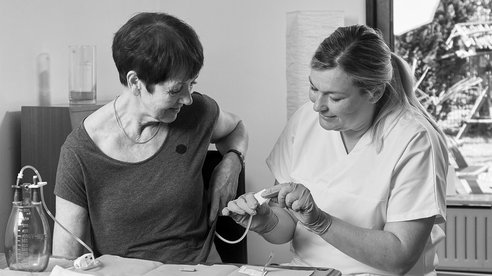pmf medical co-worker advising a patient